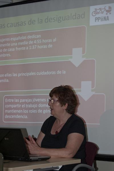 Ángeles Briñón en la charla sobre la PPIINA