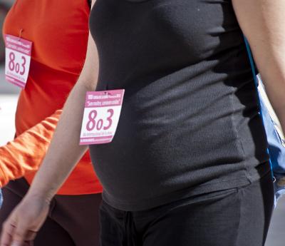 Mujer embarazada en la carrera de la mujer de 2012